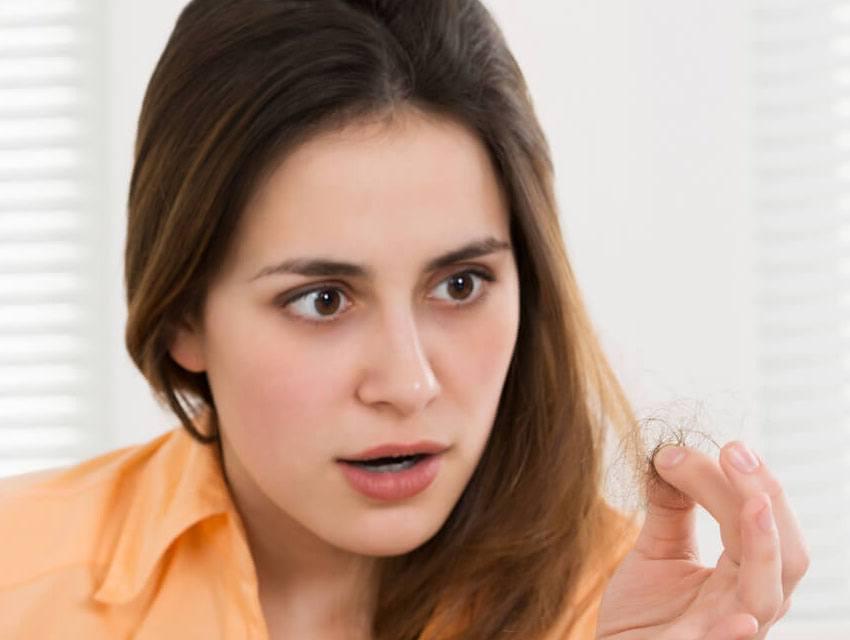 Alopecia Androgenética con patrón femenino